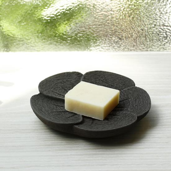 木京 杉/雞蛋花皿。深灰黑色 0