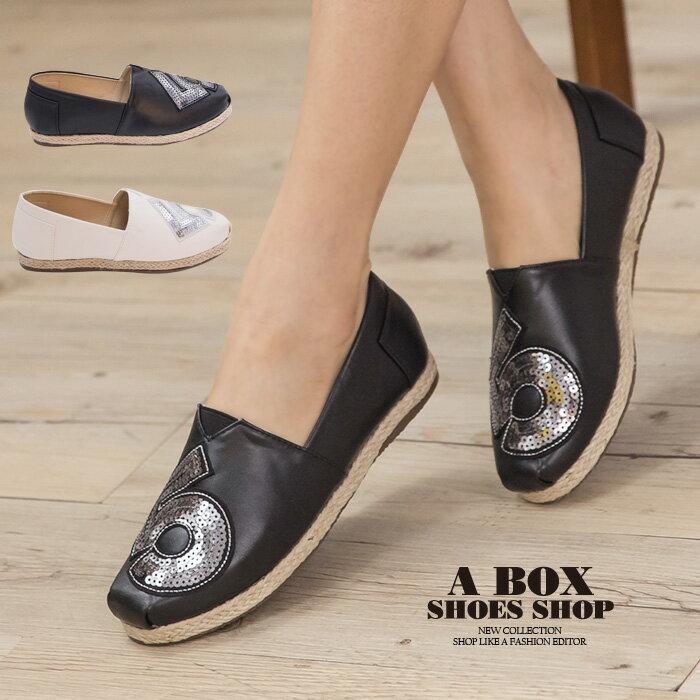 格子舖*【AAB111】MIT台灣製 時尚休閒數字亮片設計 皮革拼接繩索編織 V口懶人鞋 3色 0