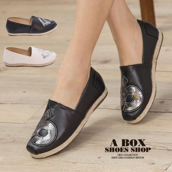 格子舖*【AAB111】MIT台灣製 時尚休閒數字亮片設計 皮革拼接繩索編織 V口懶人鞋 3色