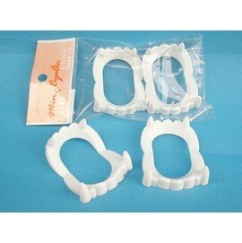 假牙道具 萬聖節假牙 整人假牙套6cm X 4cm(白色)台灣製造/一小包2入{定10}
