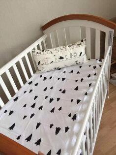 「DouDouMiki」正品Muslin tree純棉嬰兒床單(無鬆緊帶)。【黑色小樹】。床罩。床單。