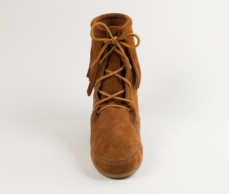 【Minnetonka 莫卡辛】棕色 - 經典綁帶流蘇短靴 3
