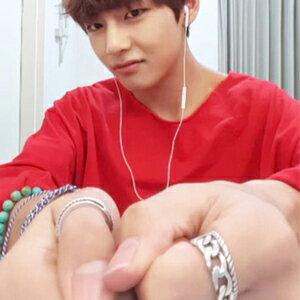 BTS V 金泰亨 同款韓國라이어交叉條紋戒指組 (一組五個)