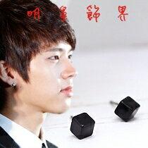 | Star World。Earring |  INFINITE 優鉉 同款迷你黑色立方體耳釘耳環(單支價)
