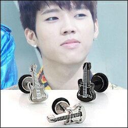 【特價】INFINITE 優鉉 同款韓國기타리스트吉他造型穿刺耳環 (單支價)
