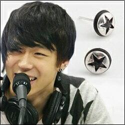   Star World。Earring   JYJ 朴有天 同款簡約設計黑邊五角星圓耳釘耳環 (單支價)