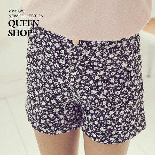 Queen Shop~04100926~滿版小碎花反摺短褲 兩色售 S M ~  ~