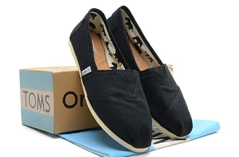 【TOMS】黑色素面基本款休閒鞋  Black Canvas Women's Classics 6