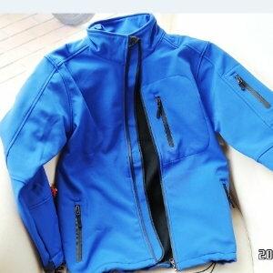 美麗大街【105011321】單車暖感外套 時尚素色軟殼衣