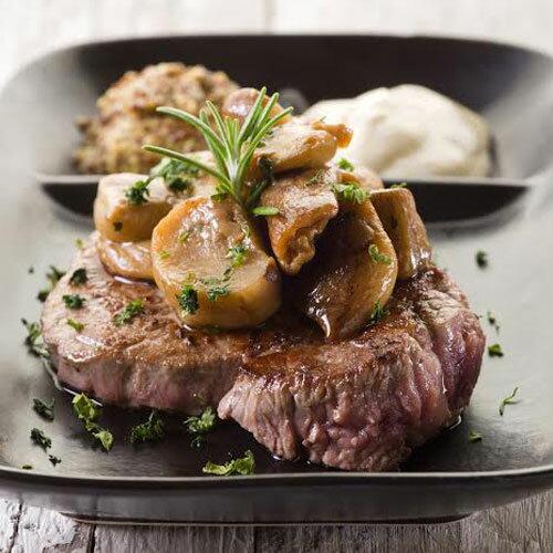 安格斯嫰肩牛排300g~肩胛部~有豐富的蛋白質,肉質鮮嫩而無過多的油筋 獨特肉香,四溢飄香