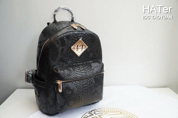 ►法西歐_桃園◄  HATer Backpack Bag 白蟒蛇小背包 豬鼻 蛇紋壓紋 皮革 白 黑 金 後背包 黑色