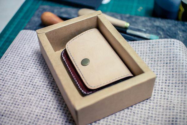 皮件 手工皮革 玩色系 零錢包 + 前一卡層 (原色+咖啡)