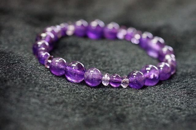 紫水晶手鍊 水晶的神秘力量,令人有信心達成願望,能增強財運,對投資有幫助,有助創一番事業~