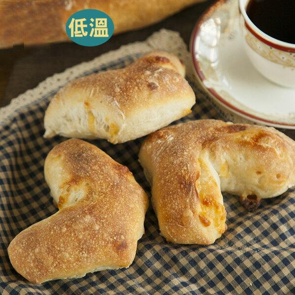 [蕃薯藤有機]有機梵谷乾酪麵包/個(N-W/C)以梵谷乾酪為主角,再使用自家製有機酵母,口感紮實有彈性,又吃的到微鹹乳酪香。從烘焙坊到麵包食材,皆經過有機認證!!