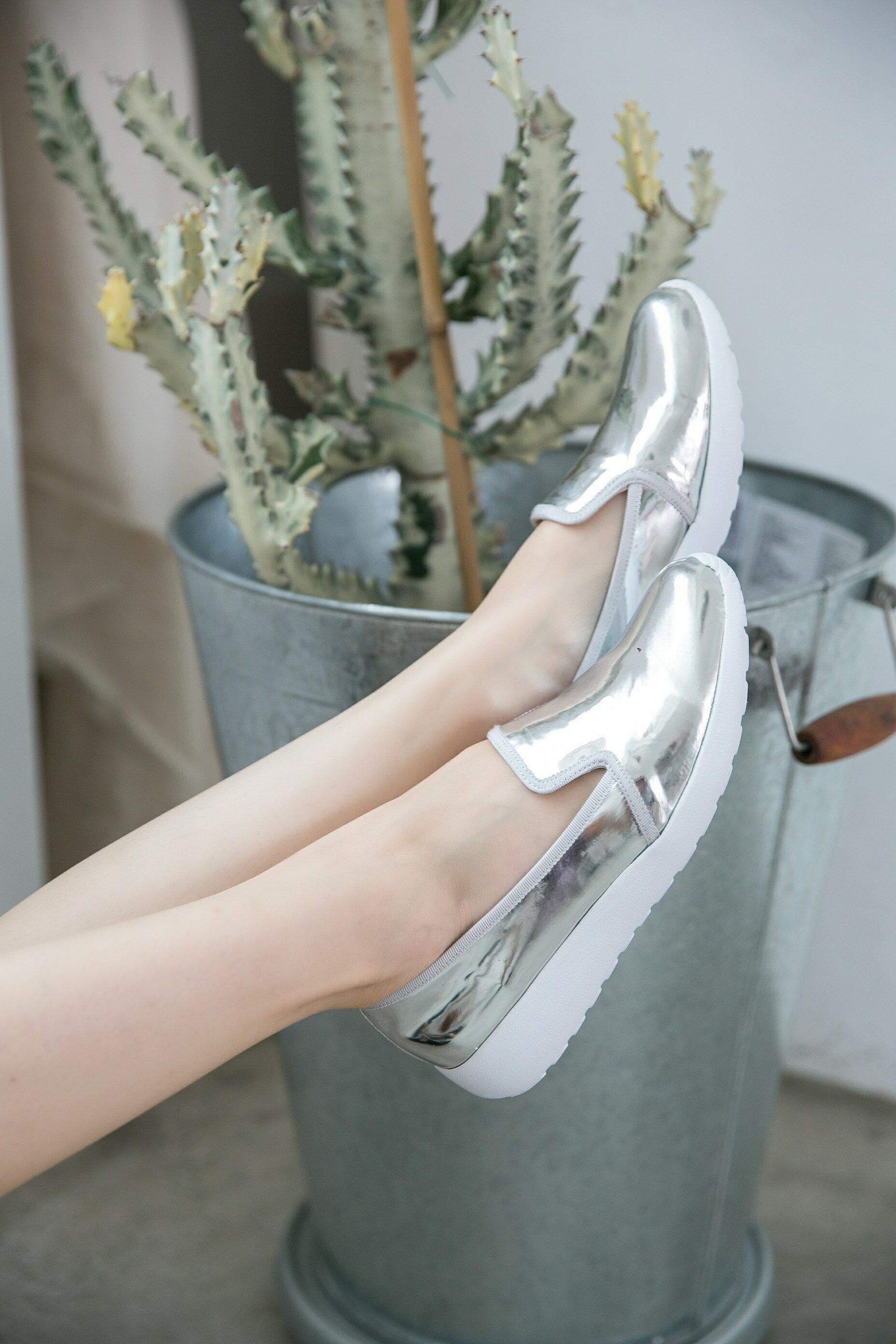 Aimez La Vie 羽量氣墊鞋|韓系時尚金屬光澤輕便樂福懶人鞋 3