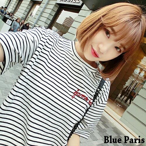 上衣  T恤 ~ 圓領短袖刺繡字母條紋寬鬆上衣~29105~藍色巴黎~2色~  ~  好康