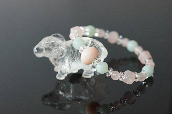 粉紅蛋白石&天河石&粉晶&白水晶 未羊代表和順。配戴粉紅色寶石讓你明朗、果敢與堅強帶給人們光明的未來。N294
