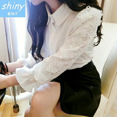【V1213】shiny藍格子-都會女伶.修身顯瘦蕾絲花朵拼接公主袖襯衫