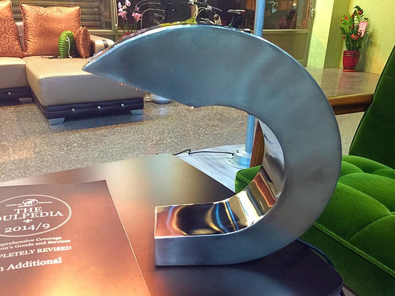 【日本-DULTON】鋁製C型桌燈 / 床頭燈-造型特殊、美觀,既可當桌燈,又可作為點綴用燈,讓您的居家因這盞燈,點亮不一樣的風味 0