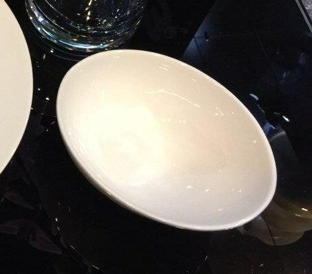 【日本-DULTON】蛋形陶瓷碗-特殊的不對稱碗口,適合小菜、開胃菜、少量沙拉的裝盤 1