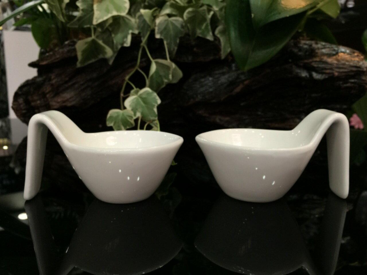 【日本-DULTON】勺型陶瓷調味皿(一組四入)-獨特的勺型設計,既像勺子又像杯子,適合放調味料、小菜、簡單沙拉的裝盤 0