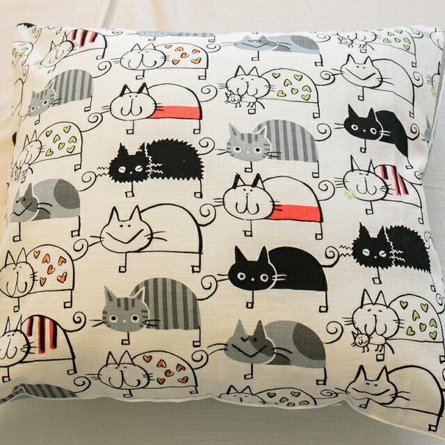 好幾隻小貓貓抱枕 45cmx45cm 素材 復古 純棉