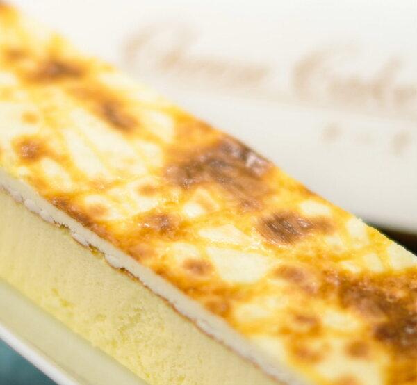 【吉爾斯★招牌乳酪蛋糕】特選美國乳酪及獨家黃金比例乳酪調配,帶出蛋糕綿密鹹甜的口感,加上新鮮土雞蛋、鮮奶等食材新鮮嚴選,給您濃郁幸福好滋味!