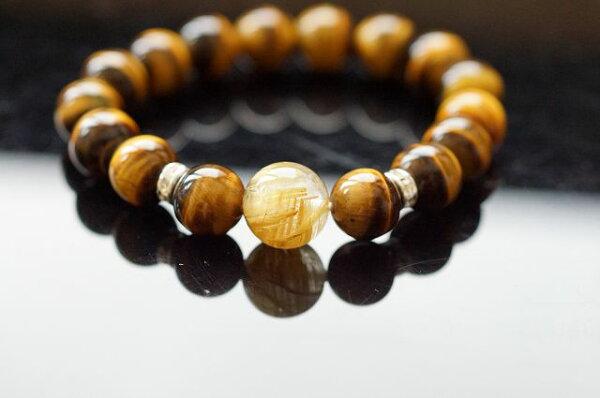 鈦髮晶主要是招財,黃虎眼石帶著黑色的條紋,極向虎斑,有著線狀貓眼光澤,氣勢強大的天然虎眼石。A372
