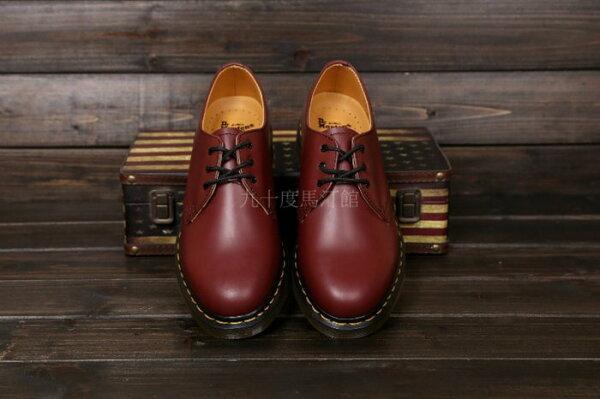 【九十度馬丁管】【兩日到貨】【免運】【3孔櫻桃紅】Dr. Martens馬丁馬汀靴子