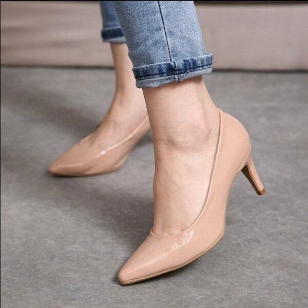Pyf♥歐美街拍舒適低跟漆皮裸色尖頭高跟鞋4142大尺碼女鞋