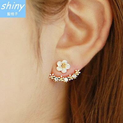 ~全館滿500折50【30A67】shiny藍格子-OL時尚.氣質甜美小雛菊花朵精緻水鑽耳環
