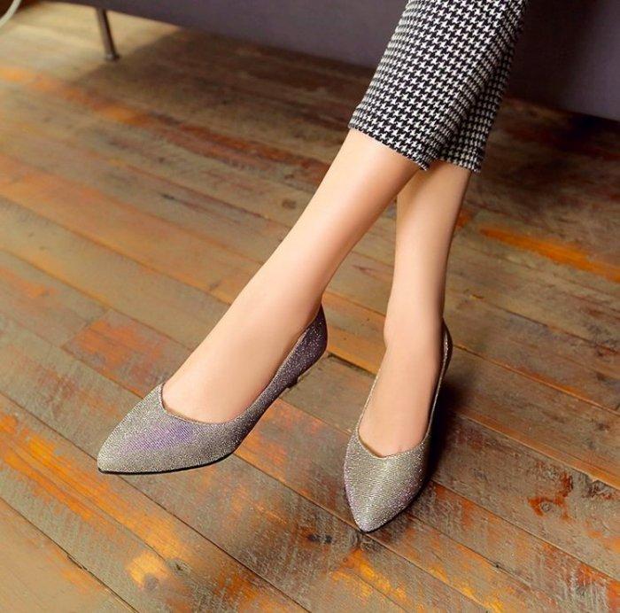 Pyf ? 耀眼金蔥亮片 尖頭低跟包鞋 媽媽鞋 宴會鞋 舒適好走 43 大尺碼女鞋
