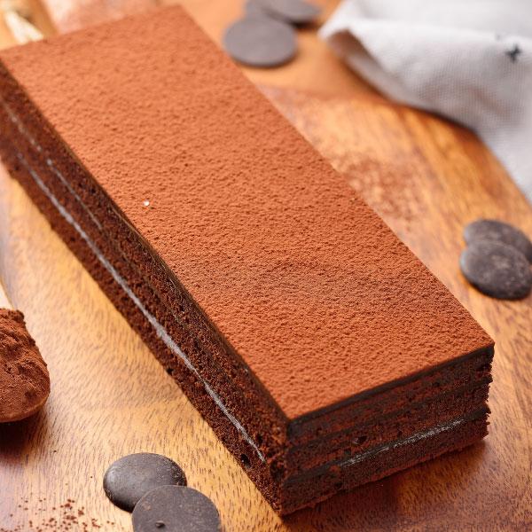 【喬伊絲♥絲博生巧克力蛋糕】選用來自馬來西亞頂級絲博巧克力,加上法國進口總統牌鮮奶油,以獨家配方製成香濃滑順甘納許,經過一晚的自然熟成,搭配上使用大量絲博巧克力製成的巧克力蛋糕,造就這塊看似平凡,品嚐起來卻充滿濃郁巧克力香醇不甜膩的口感。※團購、伴手禮、聚會、彌月首選#團購美食 1