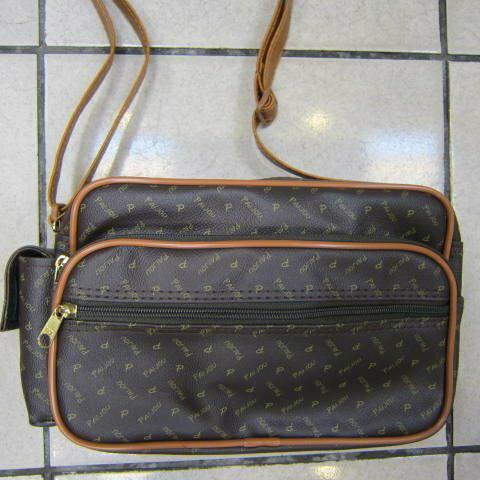 ^~雪黛屋^~PAIJOU 斜側背包 防水防刮皮革隨身物品 包拉鍊式主袋口 好穿搭^#16