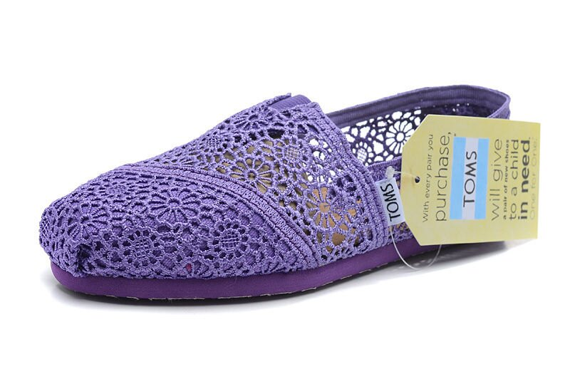 全店點數20倍│【TOMS】深紫色蕾絲鏤空繡花平底休閒鞋  Purple Crochet Women's Classics 2