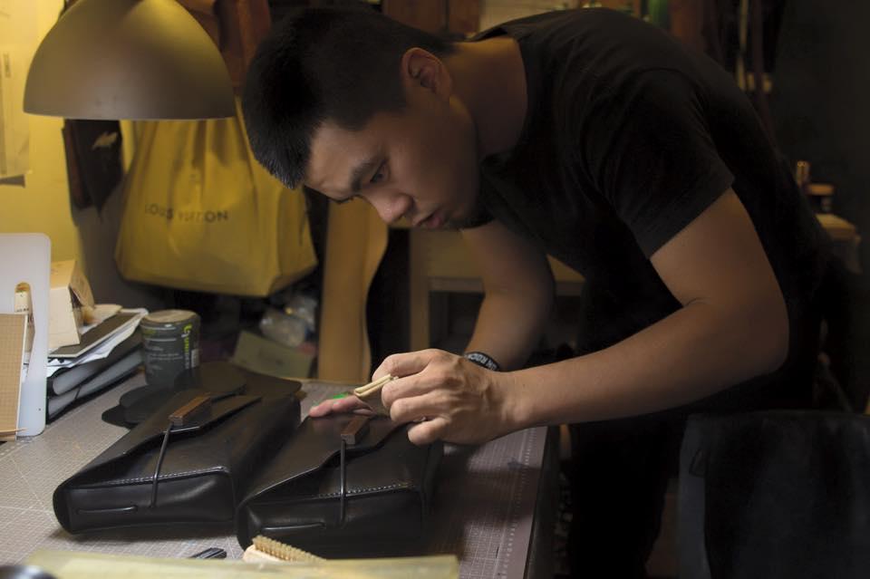 【甲蟲仙生】植鞣牛皮蟲型書冊包 手工 真皮 側背包 訂製包 手拿包 手工包 7