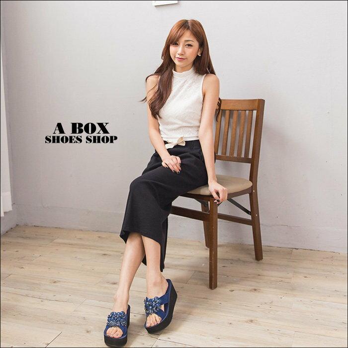 格子舖*【KI815】MIT台灣製 華麗寶石花朵 前3.5後7CM厚底增高楔形拖鞋 2色 1