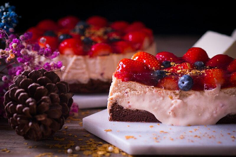 【感謝綜藝大熱門、上班這黨事節目介紹】節目美食:新鮮大湖高山草莓融心乳酪6吋!全台唯一會爆漿的草莓蛋糕~爆漿草莓乳酪蛋糕2017全新版:原價$550 ↘特價$400 4