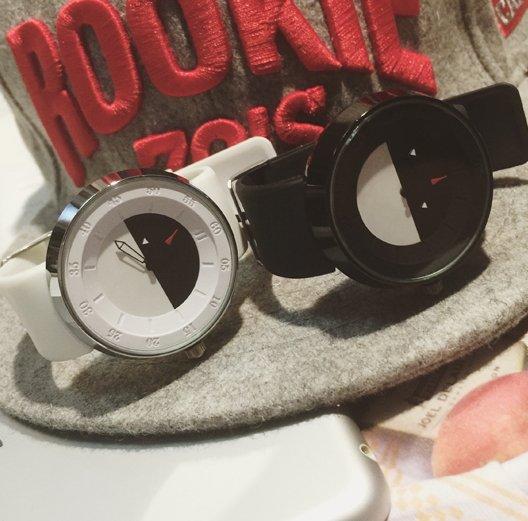 【JP.美日韓】韓國 代購 寶貝球 表 兩色配對 情侶對錶 黑白拚錶 神奇寶貝 飾品 手飾 潮流小物
