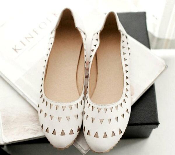 Pyf♥甜美簍空三角洞洞鞋娃娃鞋孕婦鞋百搭平底鞋圓頭加大47大尺碼女鞋