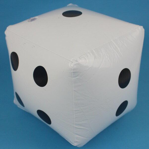 充氣骰子 安全骰子 20cm x 20cm/一個入{促60}充氣球 吹氣海灘球 沙灘球~YF12851