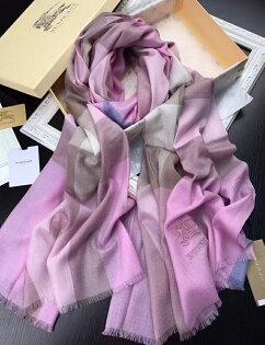 Topshop:國外Outlet代購過季Burberry圍巾經典款8502格子圍巾百搭圍巾披肩保暖圍脖粉紫