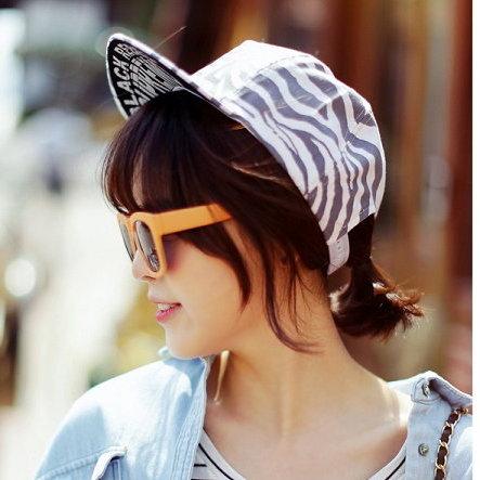 日韓新款潮流棒球帽平沿帽街舞嘻哈滑板帽斑馬文字母款-單售