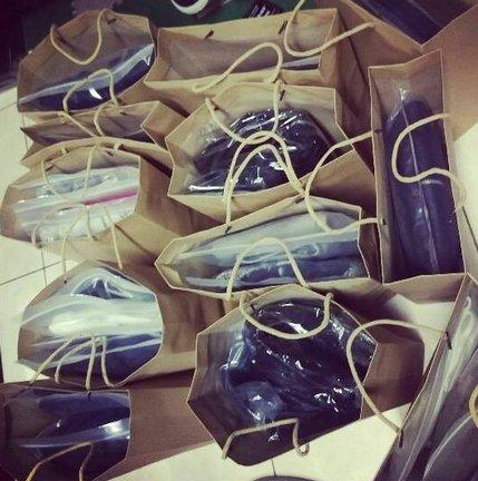 服飾包裝 包裝袋 牛皮紙袋 特大 絕非小的喔 !! 厚的 紙盒 精品 加大 批發價 供應 禮盒現貨喔 50個下標處