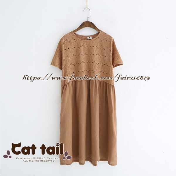 《貓尾巴》LZ-03102簡約拼接高領鏤空刺繡短袖連身裙(森林系日系棉麻文青清新)