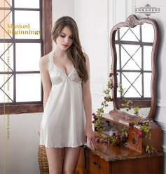 情趣用品   大尺碼家居服 繞頸荷葉領雪白柔緞睡衣