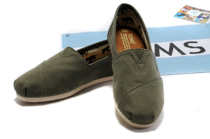 【TOMS】橄欖綠色素面基本款休閒鞋  Olive Canvas Women's Classics 6