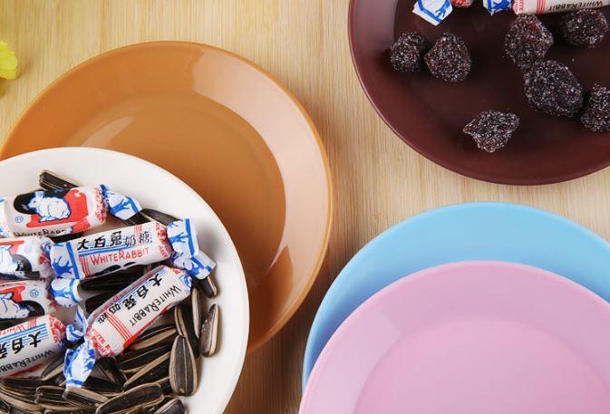 (隨機出貨)炫彩食品級塑料小碟子零食平底盤子小吃碟 9元 1