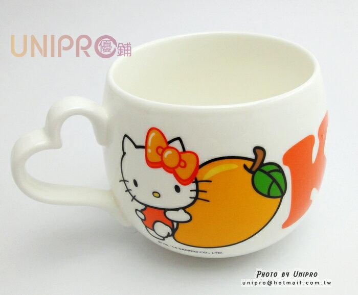 【UNIPRO】Hello Kitty 手寫留言馬克杯 KT抱芒果 愛心手把 三麗鷗正版授權 精美盒裝