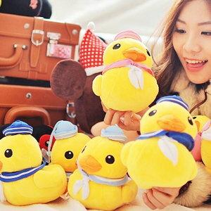 美麗大街【102122603】黃色小鴨6吋水手造型吸盤吊飾